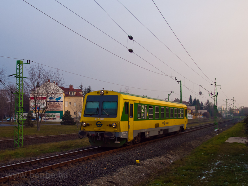 The GYSEV 247 506 seen at S photo