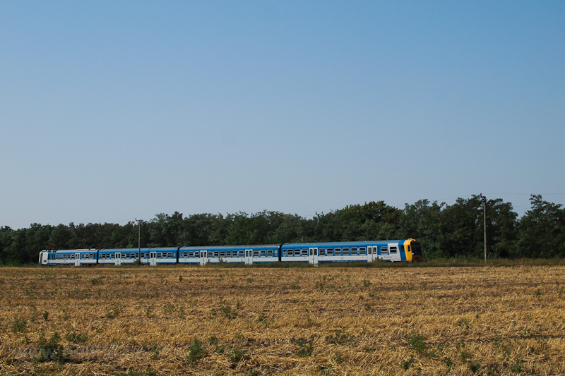 A BDVmot trainset seen betw photo