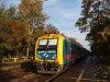 A 8005 430 pályaszámú vezérlőkocsi Sződ-Sződliget megállóhelyen