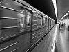 EV3 típusú metrószerelvény indul el a Stadionok állomásról