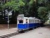 A Gyermekvasút ABamot 2 nosztalgia-motorvonata a végre színében hozzáigazított kis kilátókocsival Csillebércen