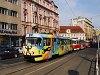 A 7012 pályaszámú, Ja ljubjú Prahu reklámos (Szeretem Prágát) Tatra T3-as villamoskocsi a Kárlovo námésti közelében