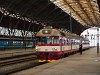 A 854 033-8 Mladá Boleslavba tartó vonatával Prágában