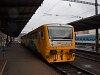 A ČD 814 216-8 pályaszámú háromrészes regionova (ami az 50. ilyen egység volt) Praha-Vršovice állomáson