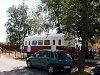 A légkondis bizottsági kocsi a Csömödéri Erdei Vasúton (m&#369;szaki színvonalát tekintve szét fog rázódni, mivel truckszer&#369; félalvázakra van befüggesztve, hasonlatosan <a href=http://www.benbe.hu/gallery/napi-vonatfotok-002/pic581_noframe_hun.php>a KEMV bölcs&#337;kocsijaihoz</a>)