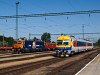 Train Hungary's 040 0739-5 and the Bmxtz 002 seen at Tatabánya