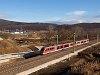 A MÁV-START 426 030 pályaszámú Desiro motorvonata Üröm és Solymár között az új, kétvágányú nyomvonalon