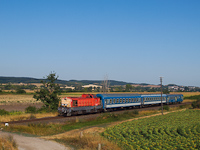 The 408 235 seen between Fehérvárcsurgó and Moha-Rakodó