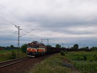 Tehervonatok találkoznak Pusztaszabolcsnál (600 002-4)