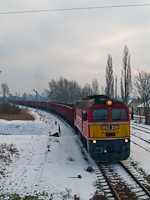 The MÁV-TR M62 230 seen with a train carrying road salt at Óbuda