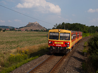 The MÁV-START 117 191 is seen between Sümeg and Nyírlak with the fortress of Sümeg in the background
