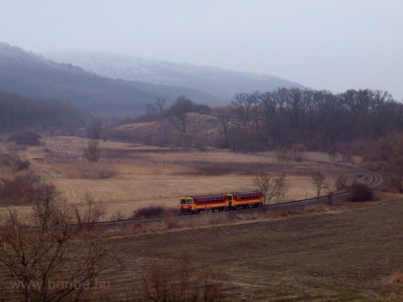 Bzmot railcars seen between photo