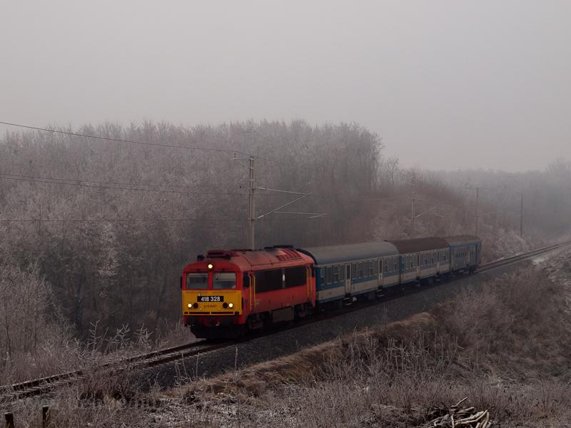 The MÁV 418 328 seen betwee photo