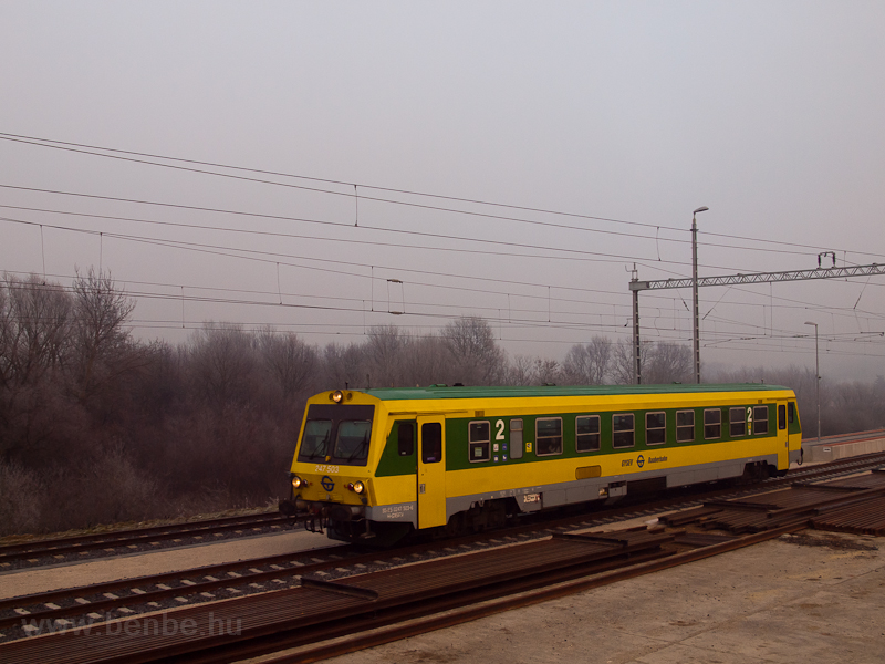The GYSEV 247 503 seen at V photo