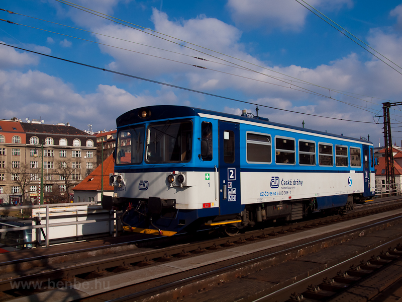 The 810 306-1 seen at Praha photo