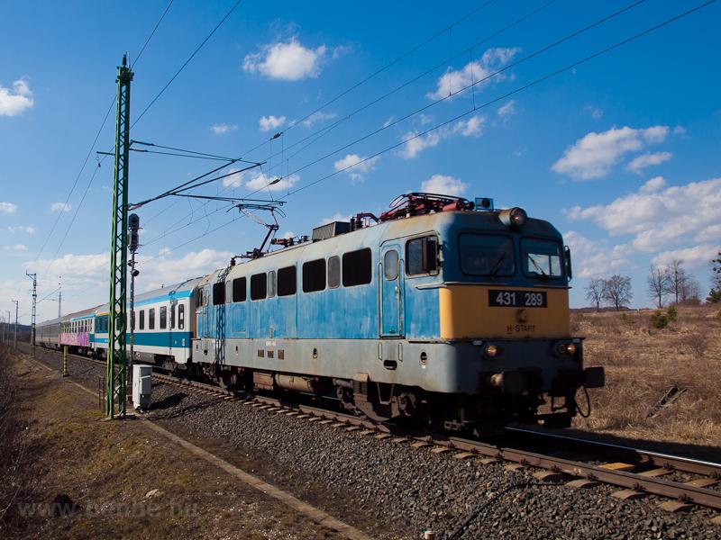 A 431 289 Zalalövőn a másik irányú, Ljubljana-Budapest Citadella gyorsvonattal  fotó