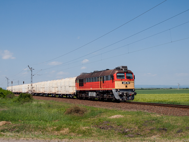 The 628 332 seen hauling an OMYA train near Füzesabony photo