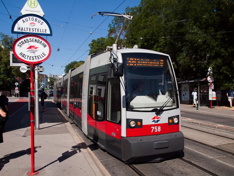 A Wiener Linien 758 pályasz fotó
