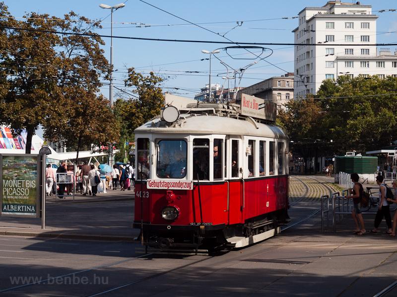 Wiener Linien historic tram picture