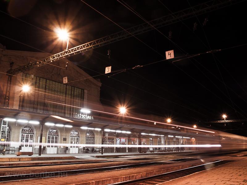 Békéscsaba station by night picture