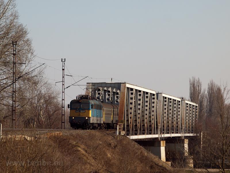 A V43 1028 Rakamaz és Tokaj fotó