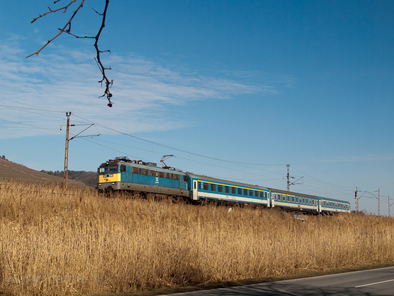 The V43 1215 seen near Toka photo