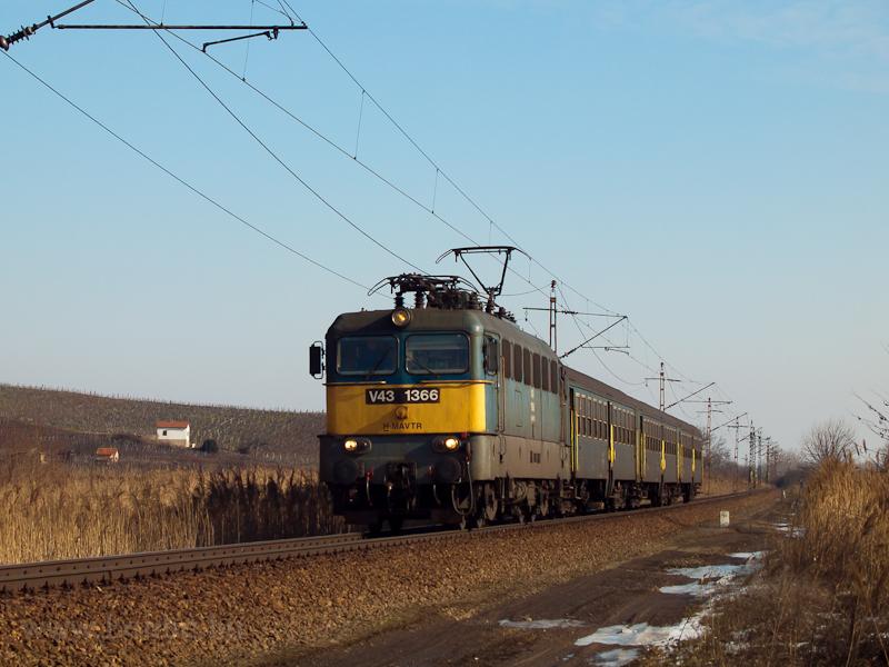 A V43 1366 Tokajnál, a hátt fotó