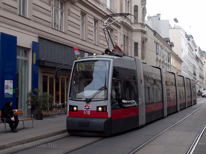 Long ULF Strassenbahn on li photo