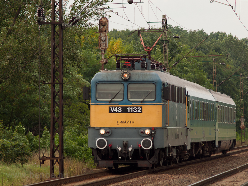 V43 1132 at Mezőkeresz photo