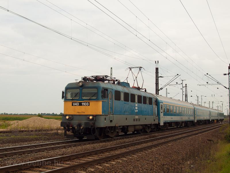 V43 1103 at Mezőkeresz photo