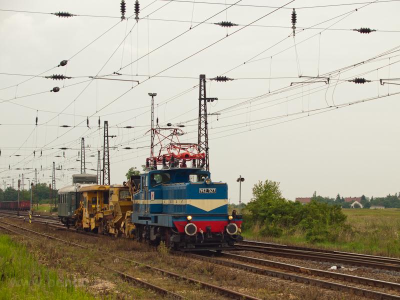 V42 527 at Mezőkereszt photo
