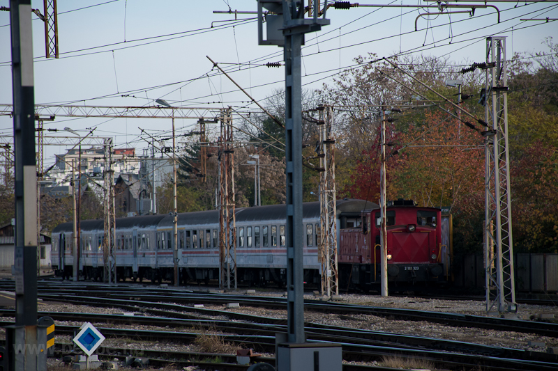 The HZ 2 132 323 shunting a photo