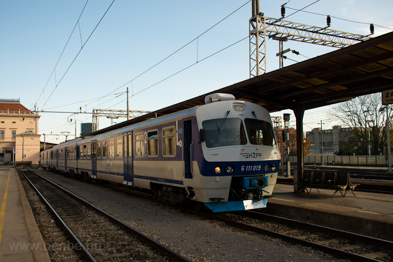The HZPP 6 111 019 at Zagre picture