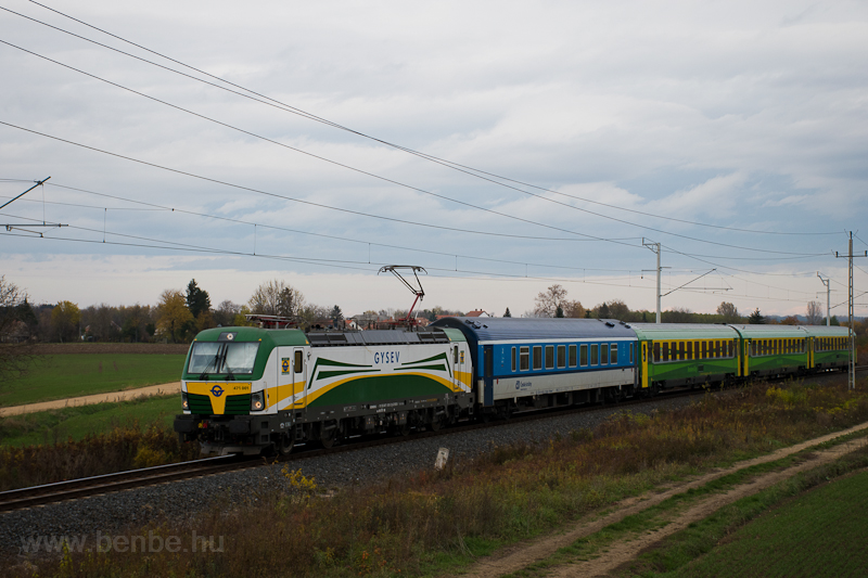 The GYSEV 471 001 seen betw picture