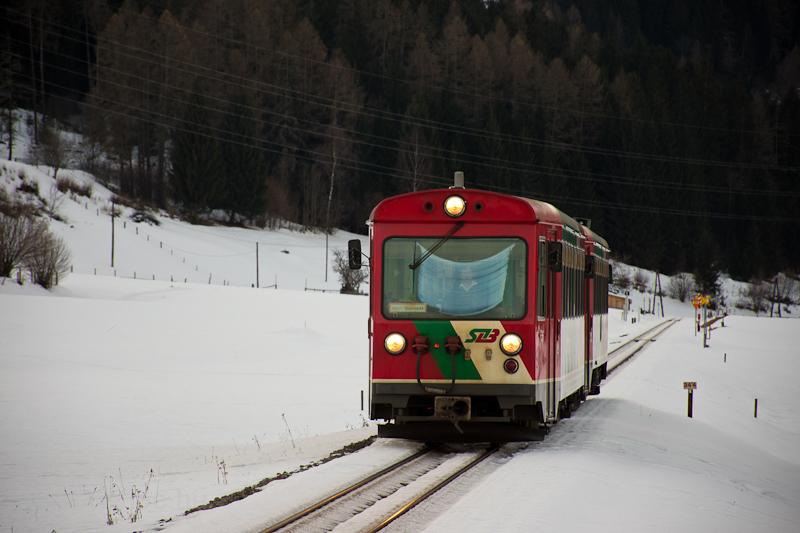 A Murtalbahn VS42/VT33 motorvonati szerelvénye érkezik Kreischberg-Talstation megállóhelyre  fotó