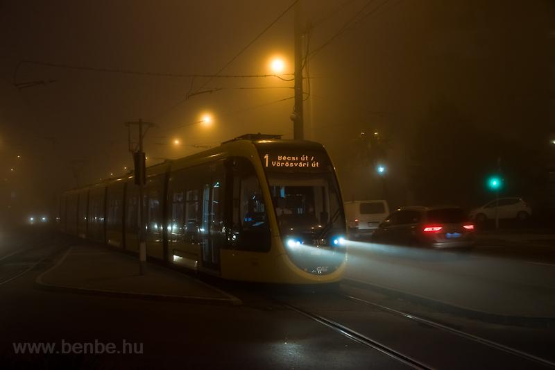 Ködös hajnal a Bécsi útnál  fotó