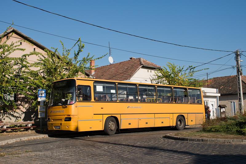 A Volánbusz HHR-654 rendszámú Ikarus C56-osa Márianosztrán  fotó