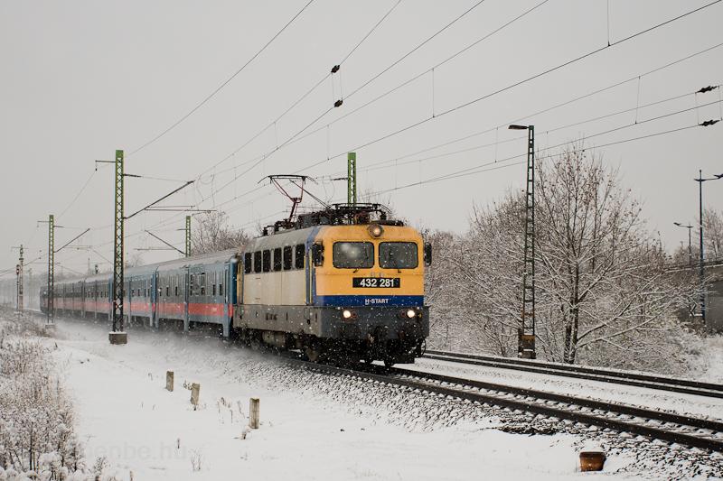 The MÁV-START 432 281 seen between Pestszentlőrinc and Szemeretelep photo