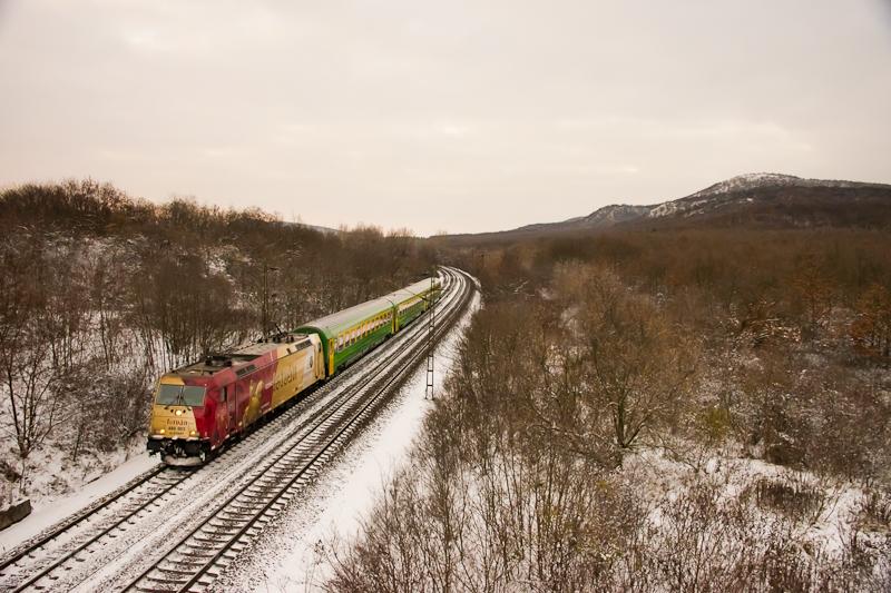 The MÁV-START 480 003  Szent István -TRAXX seen hauling a RaaberCity IC train between Szárliget and Szár stations photo