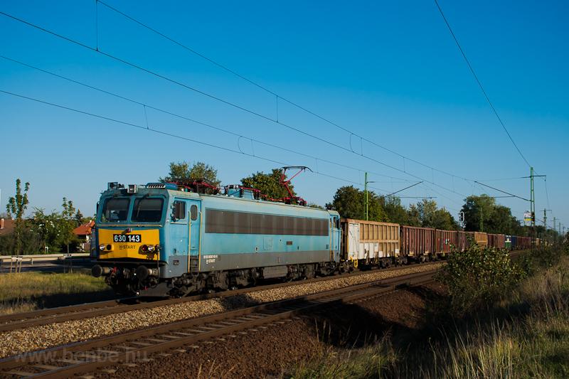 A 630 143-as Gigant tehervonatot húz Szemeretelepnél fotó