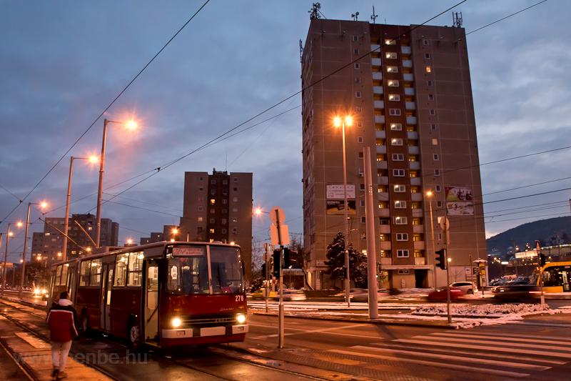 A 278 pályaszámú Ikarus-GVM trolibusz a Bécsi út/Vörösvári útnál  fotó