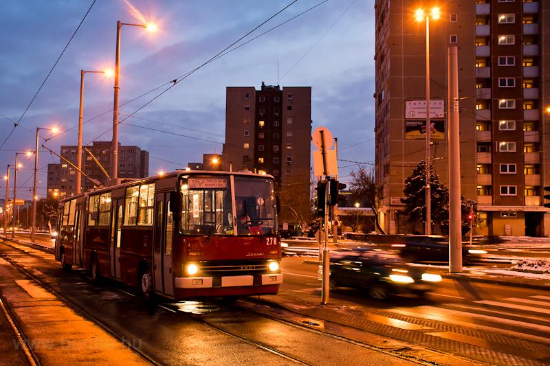 A 278 pályaszámú Ikarus-GVM trolibusz a Bécsi út/Vörösvári útnál, az első budapesti trolibusz évfordulóját ünnepelve  fotó