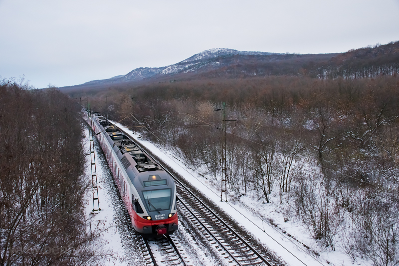 The MÁV-START 415 001 seen between Szárliget and Szár photo