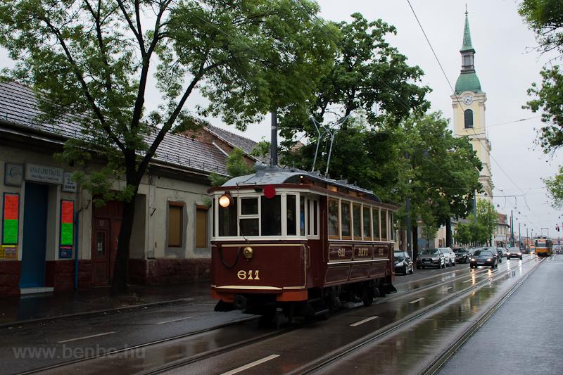 A BKV 611 pályaszámú nosztalgia villamosa a Kolosy térnél  fotó