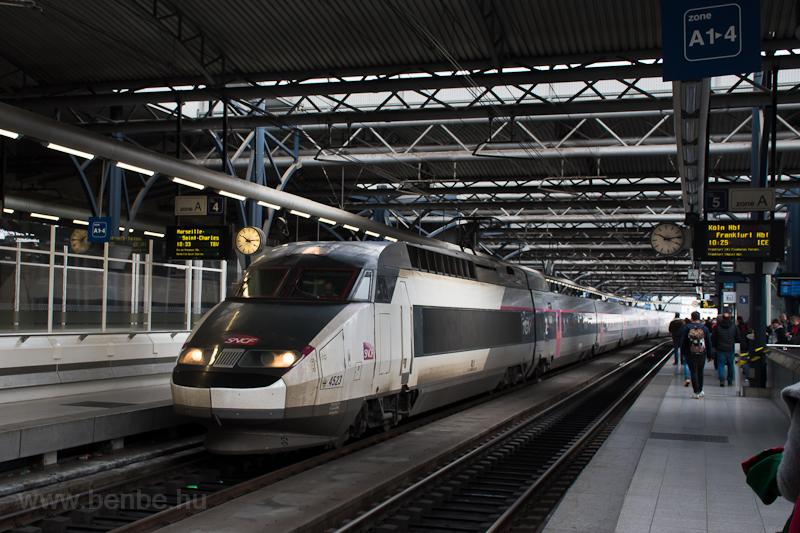 Az SNCF TGV Réseau 4523 az újfajta színezésben, de román módra alig mosva Brussels Zuid / Bruxelles Midi állomáson  fotó