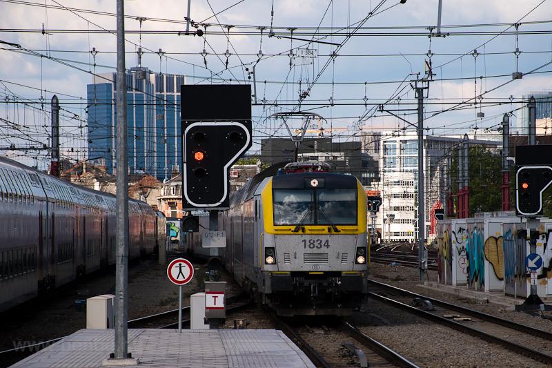 Az SNCB 18 sorozatú, 1834 pályaszámú Vectron-előd mozdonya Bruxxelles Midi / Brussels Zuid állomáson  fotó