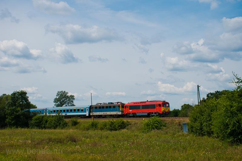 The 418 148 seen between Alap and Nagykarácsony felső photo