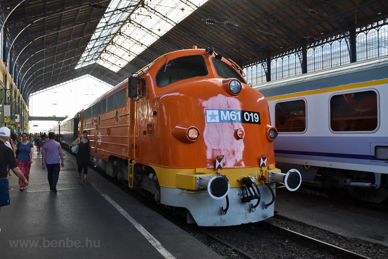 A MÁV M61 019 pályaszámú Nohab mozdonya Budapest-Nyugati pályaudvaron fotó