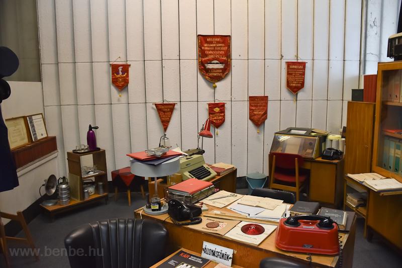 Állomásfőnöki iroda berendezve a szolnoki Vasutas Almáriumban  fotó