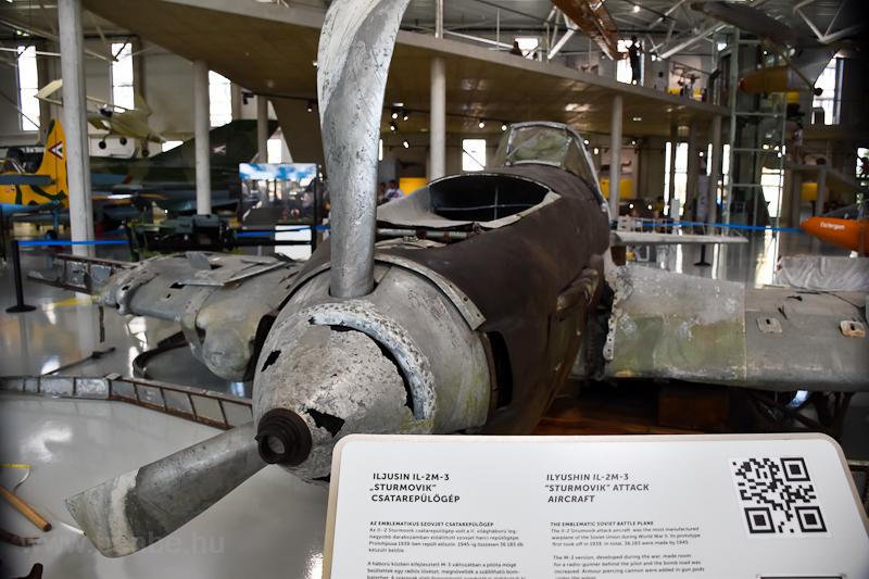 Iljusin IL-2M-3 Sturmovik csatarepülőgép - a Balatonba zuhant példány a Szolnoki Repülési Múzeumban (REPTÁR) van kiállítva  fotó